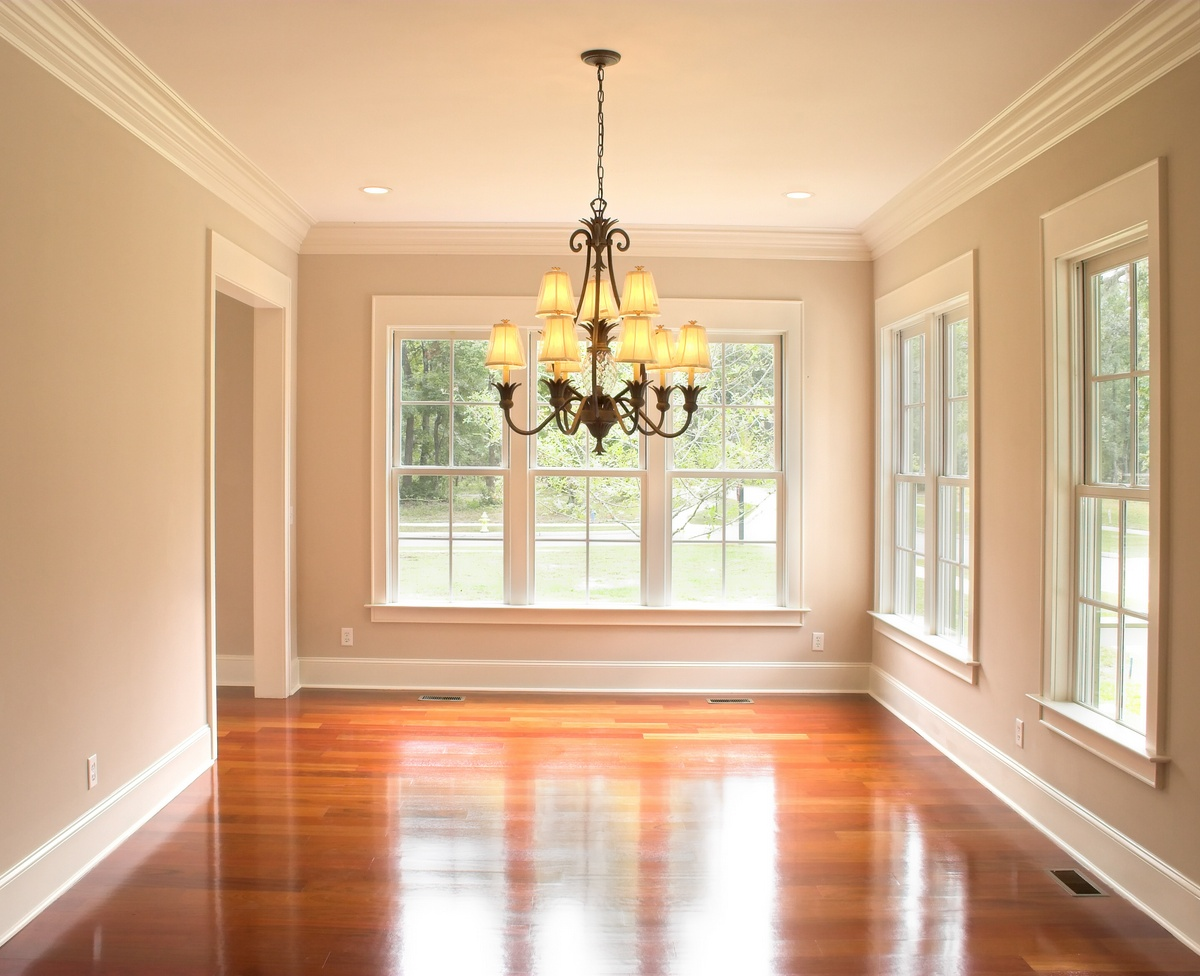 Home remodeling doesn't have to be a huge job with a giant budget! Sometimes, small changes are all it takes to update the look of a room. Here, Homeworx pro installed a new chandelier, gave the walls a fresh coat of neutral paint and re-painted the trim work for a clean, fresh look.