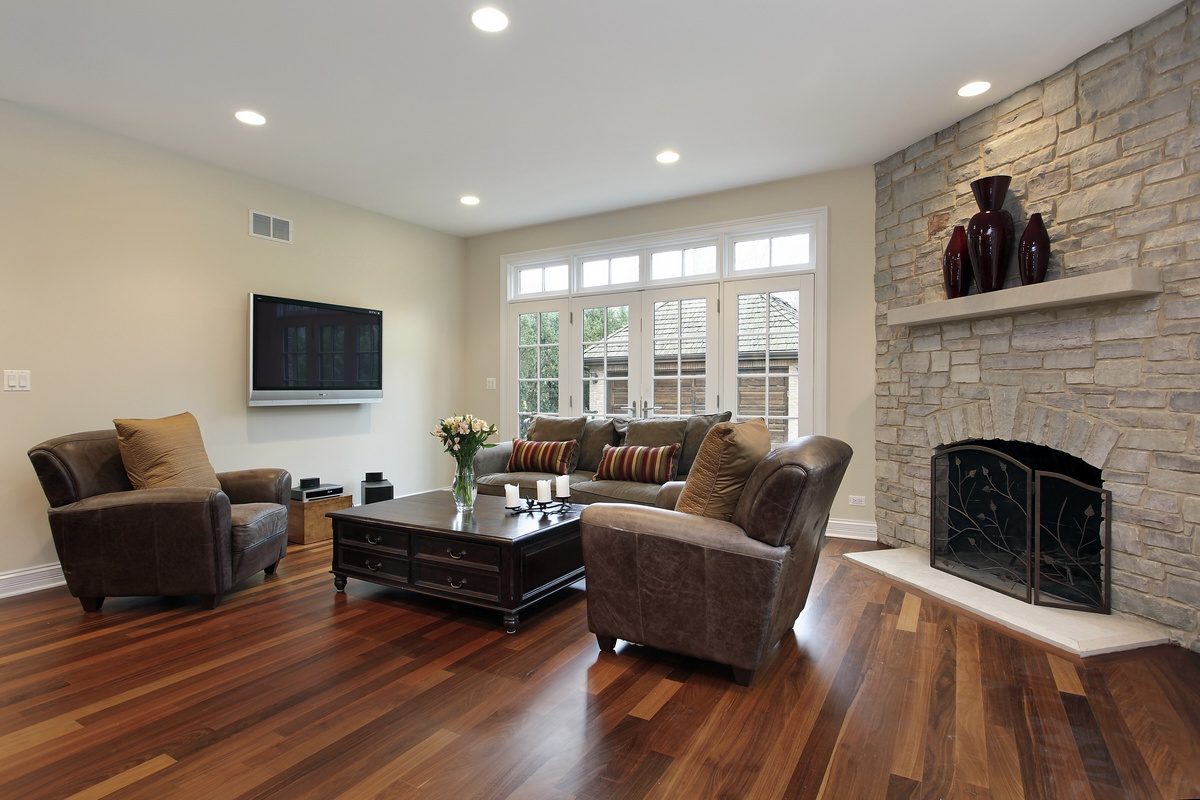Family room remodeling project. Laminate flooring install, painting and trim work. Homeworx Pro specializes in new flooring installation. Let us help you choose your new floor!